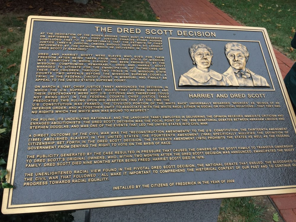 A plaque commemmorating Dred and Harriet Scott that now stands next to the Taney statue, erected in 2009.